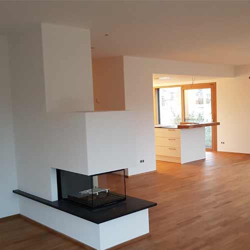 Neubau Wohnzimmer glatte Wände und Decken weiß